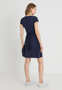 JoJo Maman Bébé - MATERNITY & NURSING WRAP DRESS - Jerseyjurk - midnight blue - 3