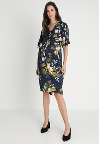 JoJo Maman Bébé - FLORAL V NECK SHORT SLEEVE DRESS - Denní šaty - navy - 1