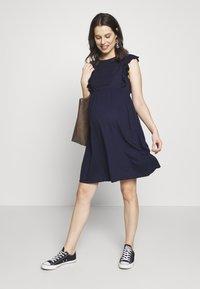 JoJo Maman Bébé - BROIDERIE ANGLAISE DRESS - Sukienka z dżerseju - navy - 1