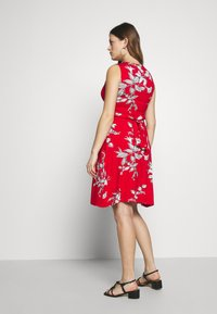 JoJo Maman Bébé - FLORAL SLEEVELESS MATERNITY AND NURSING TIE DRESS - Žerzejové šaty - red - 2
