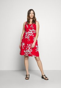 JoJo Maman Bébé - FLORAL SLEEVELESS MATERNITY AND NURSING TIE DRESS - Žerzejové šaty - red - 1