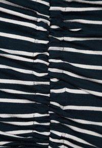 JoJo Maman Bébé - Langærmede T-shirts - navy/ecru stripes - 6