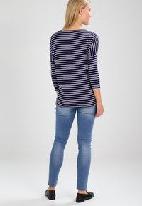 JoJo Maman Bébé - DROP SHOULDER MATERNITY NURSING - Langærmede T-shirts - navy/ecru - 2