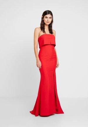 AMBER - Společenské šaty - red