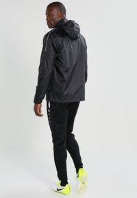 JAKO - TEAM - Impermeable - schwarz - 3