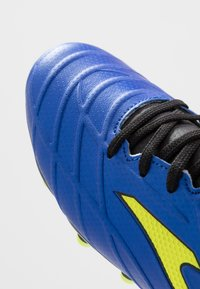 Joma - SPANDER - Voetbalschoenen met kunststof noppen - blau - 5