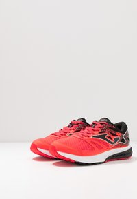 Joma - VICTORY - Chaussures de running neutres - red - 2