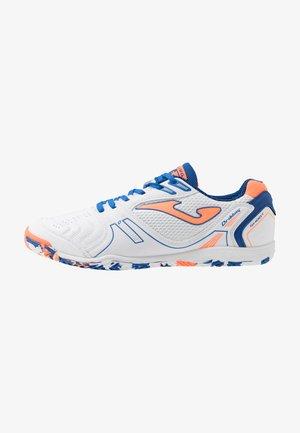 DRIBLING - Indendørs fodboldstøvler - white/orange