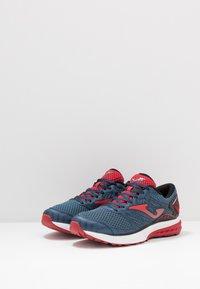 Joma - VICTORY - Obuwie do biegania treningowe - dark blue/red - 2