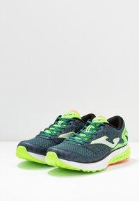 Joma - VICTORY - Obuwie do biegania treningowe - khaki/neon green - 2