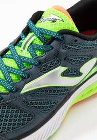 Joma - VICTORY - Obuwie do biegania treningowe - khaki/neon green - 5