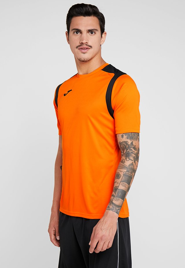 CHAMPION - T-shirt med print - orange/black