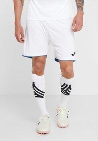 Joma - LIGA - Korte sportsbukser - white/royal - 0
