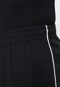 Joma - LIGA - Korte broeken - black/white - 5