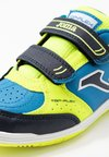 Joma - TOP FLEX - Indoor football boots - gelb/blau