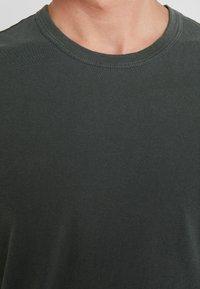 James Perse - CREW - Basic T-shirt - marsh - 4