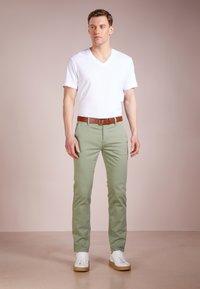 James Perse - V-NECK TEE - Basic T-shirt - white - 1