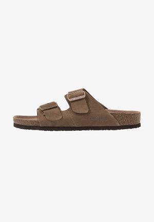 JFWCROXTON  - Domácí obuv - tobacco brown