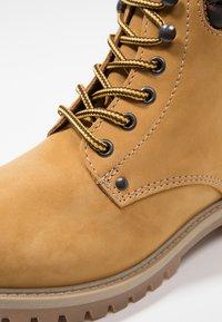 Jack & Jones - JFWSTOKE BOOT - Lace-up ankle boots - honey - 5