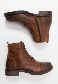 Jack & Jones - JFWRUSSEL - Bottines à lacets - cognac - 1