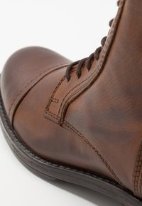 Jack & Jones - JFWRUSSEL - Bottines à lacets - cognac - 5