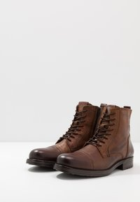 Jack & Jones - JFWRUSSEL - Bottines à lacets - cognac - 2