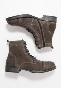 Jack & Jones - JFWRUSSEL - Šněrovací kotníkové boty - pirate black - 1