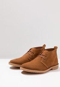 Jack & Jones - JFWGOBI - Zapatos con cordones - cognac - 2