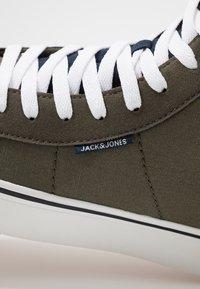 Jack & Jones - JFWDIXIE MID - Zapatillas altas - olive night - 5