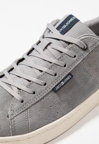 Jack & Jones - JFWOLLY - Sneakersy niskie - silver sconce - 5