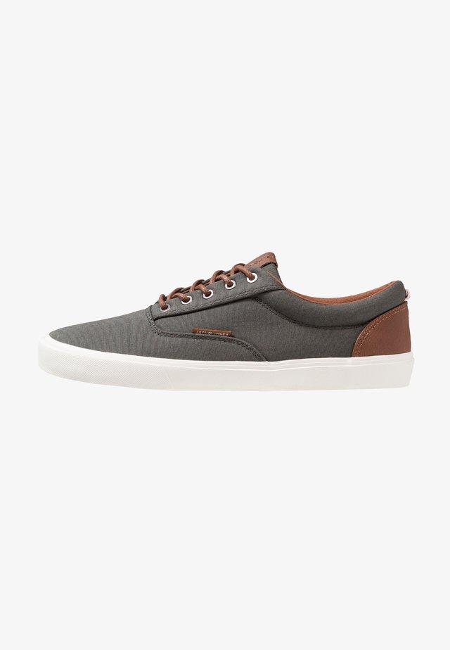 JFWVISION CLASSIC - Sneakers laag - beluga