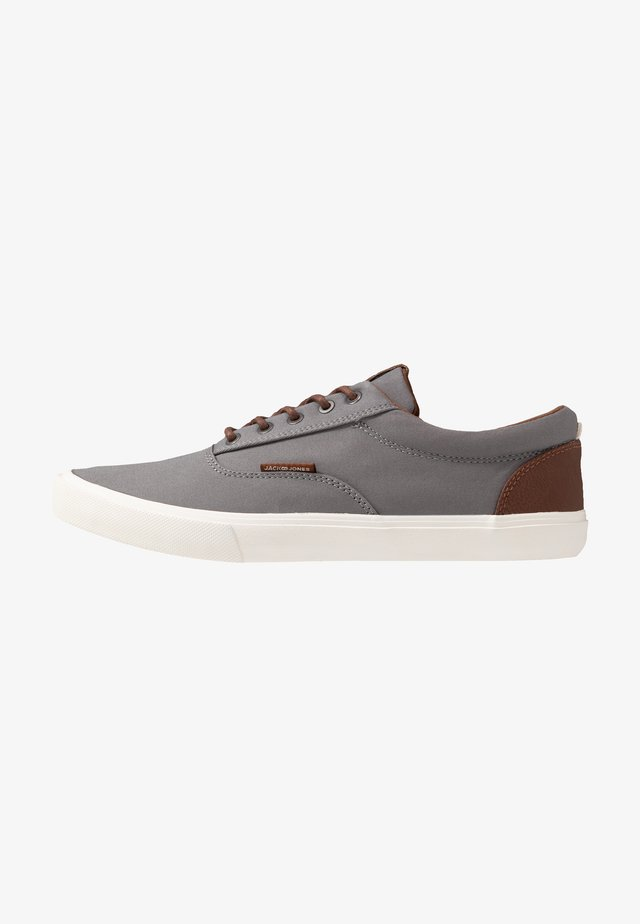 JFWVISION CLASSIC - Sneakersy niskie - frost grey