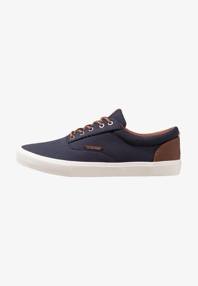 Jack & Jones - JFWVISION CLASSIC - Sneakers laag - navy blazer