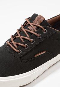 Jack & Jones - JFWVISION CLASSIC - Sneakersy niskie - anthracite - 5