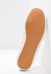 Jack & Jones - JFWROSS - Sneakersy niskie - bright white - 4