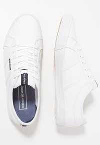 Jack & Jones - JFWROSS - Sneakersy niskie - bright white - 1