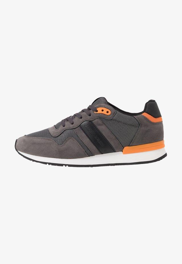 JFWSTELLAR - Sneakersy niskie - castlerock