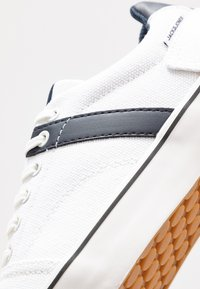 Jack & Jones - JFWCALI - Sneakers laag - white - 5