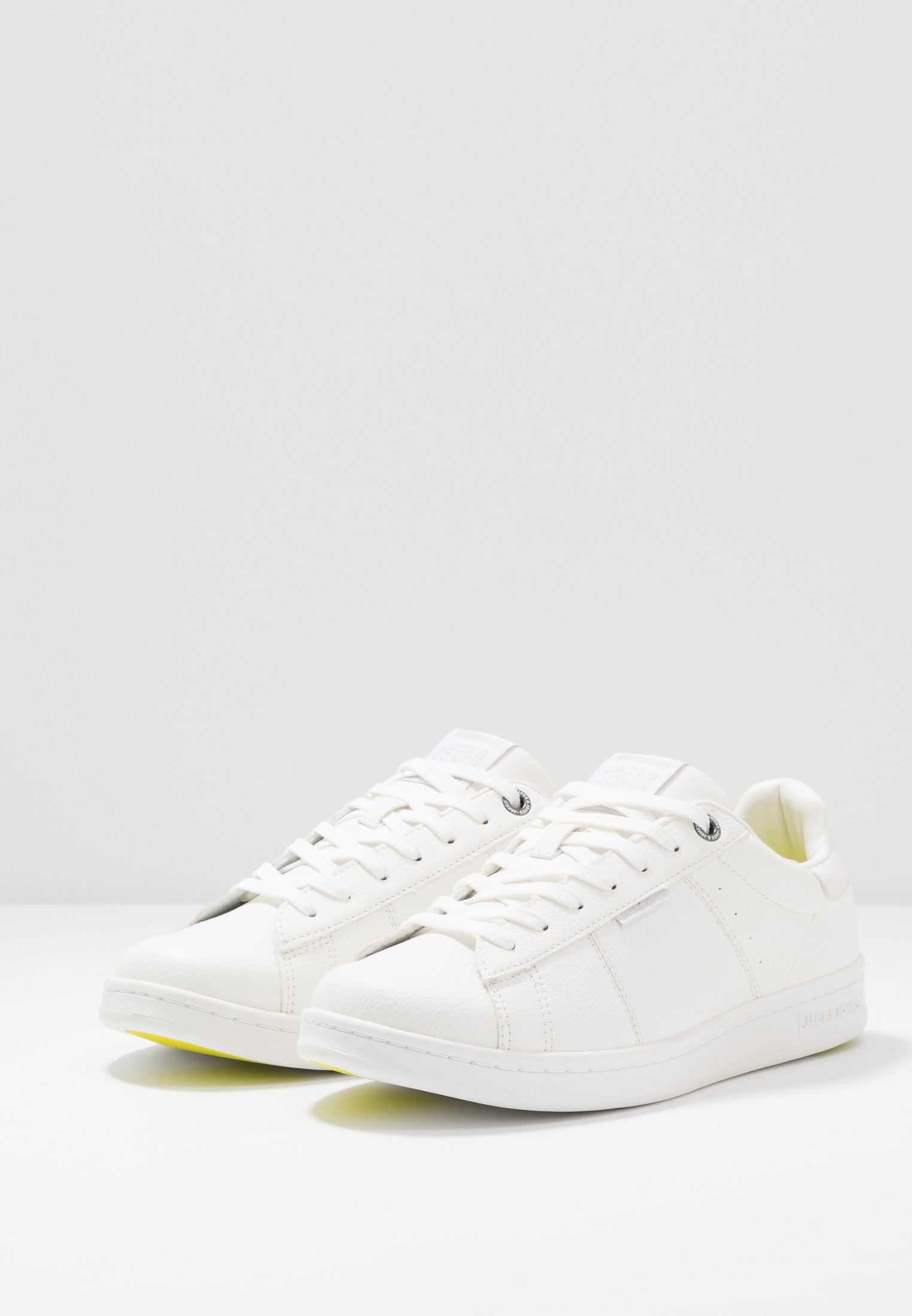 Jack & Jones JFWBANNA - Sneakersy niskie - bright white