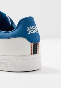 Jack & Jones - JFWBANNA - Baskets basses - emperial blue - 5
