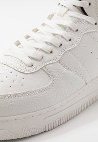 Jack & Jones - JFWMAVERICK MID - Sneakersy wysokie - white - 5