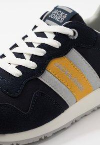 Jack & Jones - JFWSTELLAR  - Sneakersy niskie - navy blazer - 5