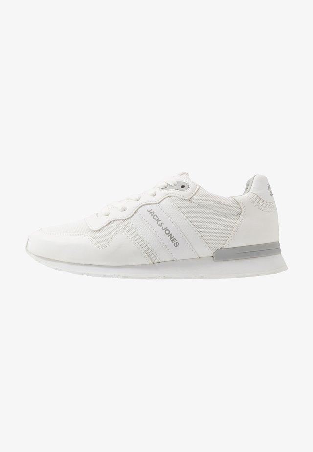 JFWSTELLAR - Sneakersy niskie - bright white