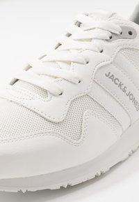 Jack & Jones - JFWSTELLAR - Sneakersy niskie - bright white - 5