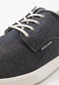 Jack & Jones - JFWNIMBUS - Sneakers laag - anthracite - 5