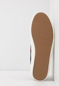 Jack & Jones - JFWWALCOT - Sneakersy niskie - navy blazer - 4