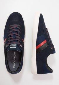 Jack & Jones - JFWWALCOT - Sneakersy niskie - navy blazer - 1
