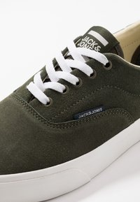 Jack & Jones - JFWMORK - Sneakersy niskie - olive night - 5