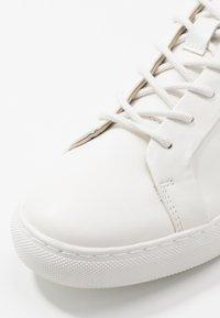 Jack & Jones - JFWSPUTNIK - Sneakersy niskie - white - 5