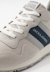 Jack & Jones - JFWSTELLAR CASUAL - Sneakersy niskie - white - 5